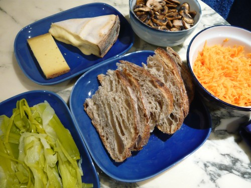 pain,hiver,repas d'hiver,crudités,légumes,fromage,aliments de saison