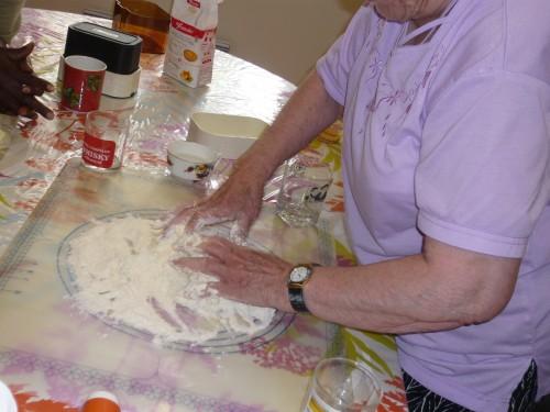 atelier de cuisine, manger sain et pas cher, réinsertion, convivialité, tagine, clafoutis, salade
