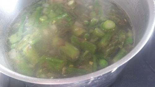 légumes de printemps, légumes verts; verdure de printemps, asperges, petits pois, pesto, minestrone, soupe, variations sur les légumes, printemps, comment préparer les légumes