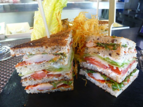 sandwich au homard,lobster roll,dessirier,lobster bar,homard breton,crustacés,oyster bar,paris 17eme,club sandwich