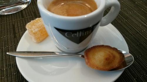 restaurants à paris,café gourmand,café et accompagnement,patisserie miniature,café au restaurant,petit keller,clos des gourmets,belle maison